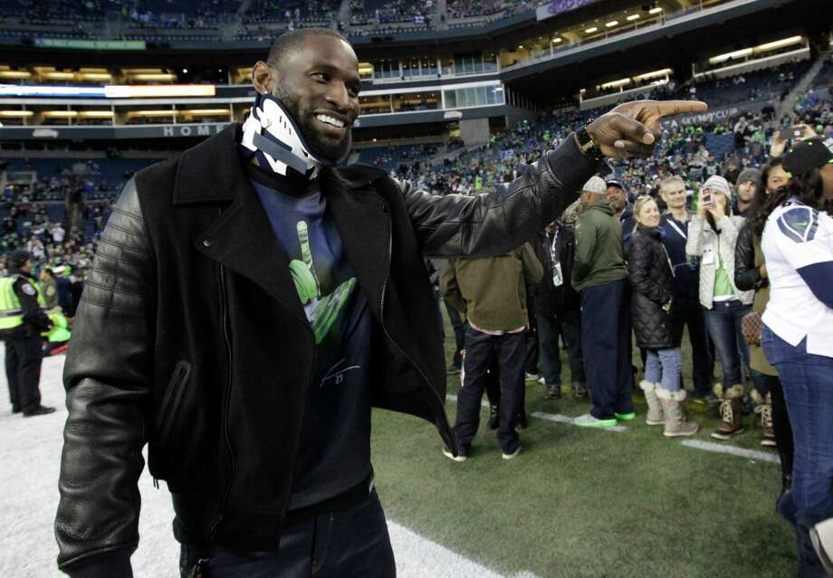 Injured Seattle Seahawks wide receiver Ricardo Lockette wears a neck brace as he arrives at CenturyLink Field before an an NFL football game against the Arizona Cardinals, Sunday, Nov. 15, 2015, in Seattle. (AP Photo/Elaine Thompson) Photo: Elaine Thompson, Associated Press / AP