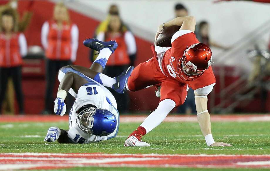 UH's Kyle Postma avoids a sack by Memphis' Wynton McManis on a night of escapes at TDECU Stadium. Photo: Elizabeth Conley, Staff / © 2015 Houston Chronicle