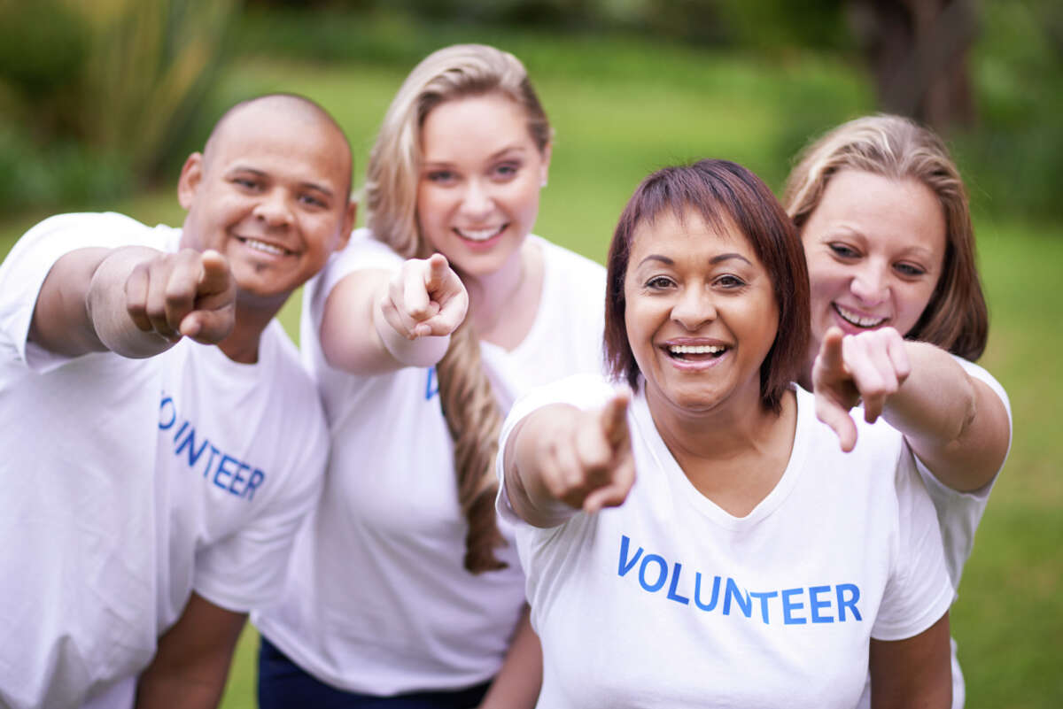 Giving back We've compiled ways Houstonians can volunteer and divided the opportunities by how much time you have to spare. Whether you have a day, a few hours, or some extra time at home, click the slideshow to see how you can give back around Houston.