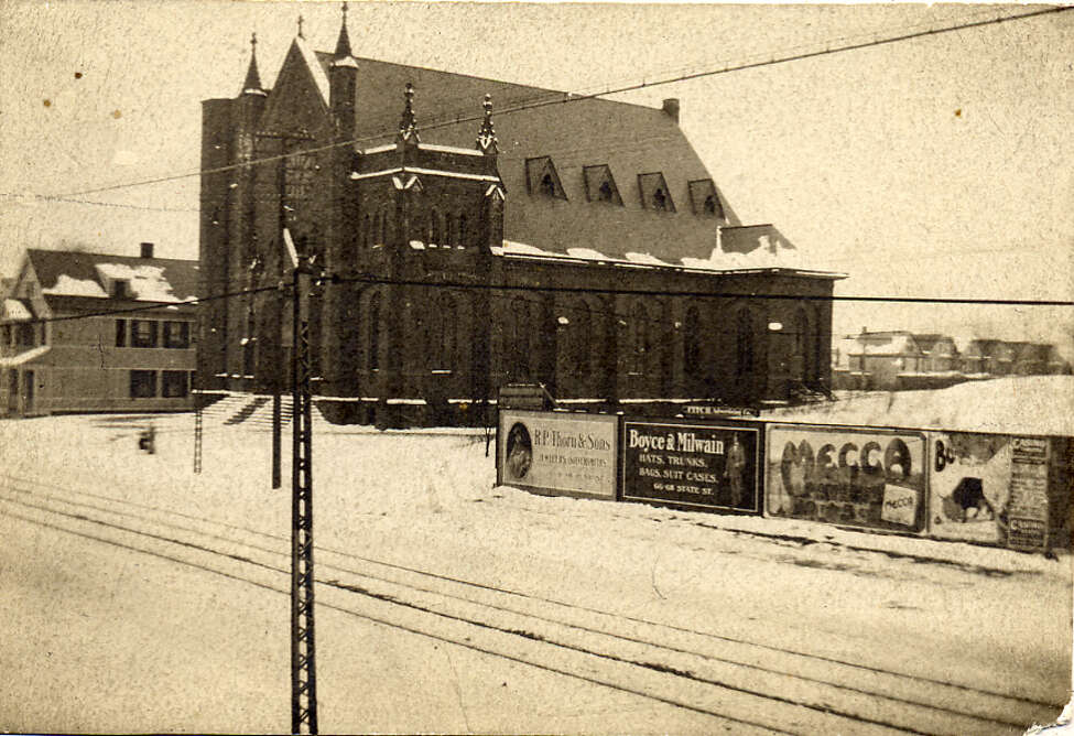 Blessed Sacrament Church on Central Avenue in 1905, shortly after construction was completed. The trolley was in full swing, with billboards of the era mounted low to sell products to trolley riders between Albany and Schenectady.