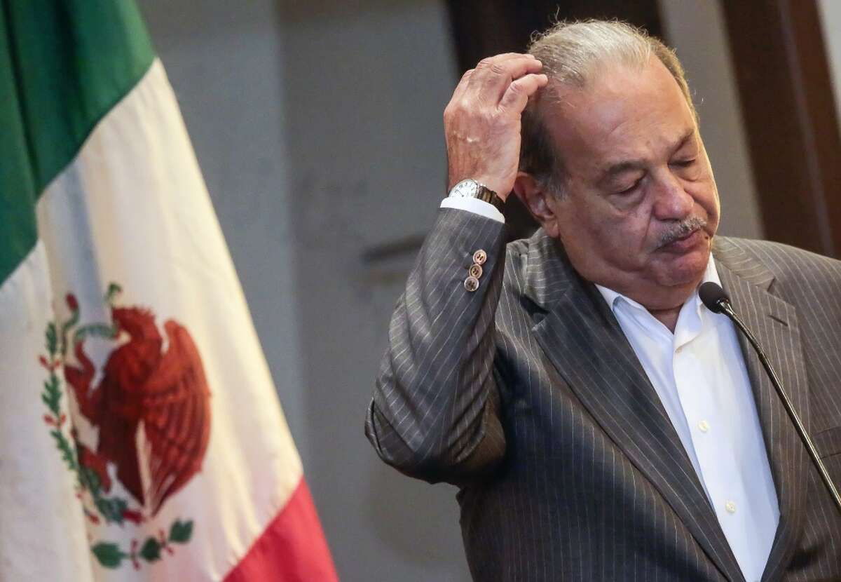 Mexican tycoon Carlos Slim gives a speech during a meeting with Nicaraguan businessmen in Managua on September 10, 2015. Slim dropped down a spot on the richest-person list.
