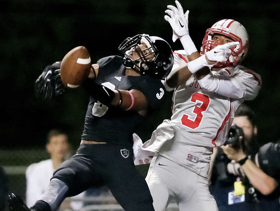 Steele's Isaiah Fields (left) defends a pass intended for Judson's Greg Craddock during the second half of their District 25-6A game at Lenhoff Stadium on Oct. 23, 2015. Photo: Marvin Pfeiffer /San Antonio Express-News / Express-News 2015