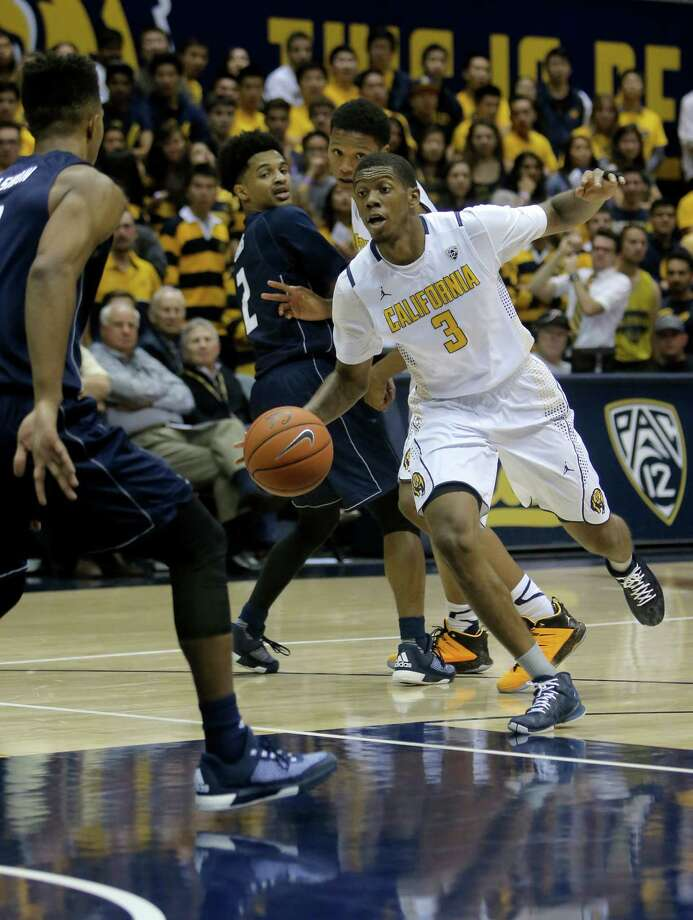 California's Tyrone Wallace, 3 dribbles inside during the second half, at Haas Pavilion in Berkeley, Calif.,  on Fri. November 13, 2015. Photo: Michael Macor / The Chronicle / ONLINE_YES