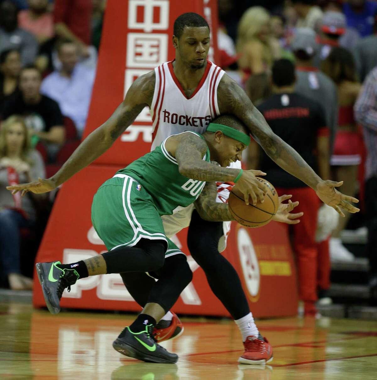 Houston Rockets Terrence Jones guards Boston Celtics Isaiah Thomas during the second half of NBA game at Toyota Center Monday, Nov. 16, 2015, in Houston. ( Melissa Phillip / Houston Chronicle )