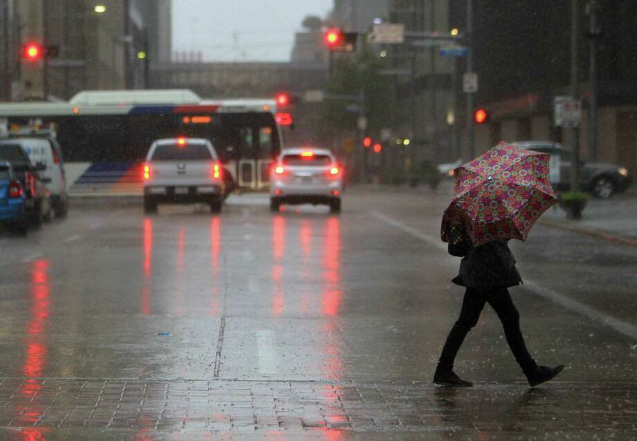 Heavy rains and wind blow through downtown, Tuesday, Nov. 17, 2015. ( Mark Mulligan / The Chronicle  ) Photo: Mark Mulligan, Houston Chronicle / © 2015 Houston Chronicle