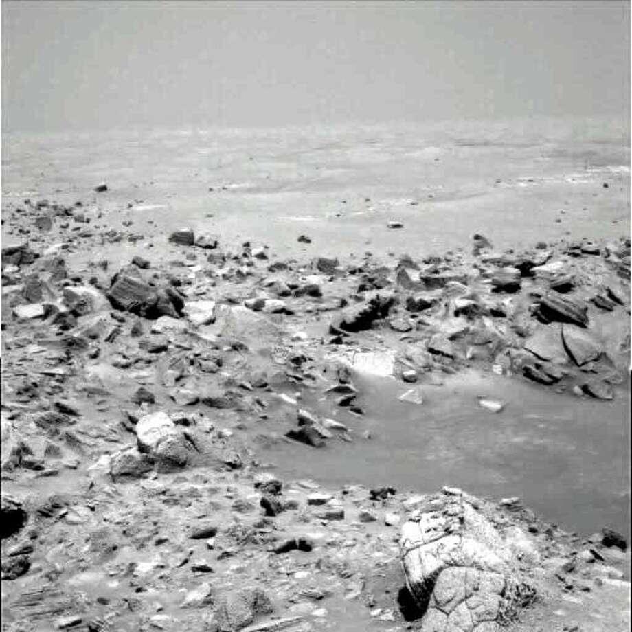 'Alien faces' in NASA's Mars rover photos subject of ...