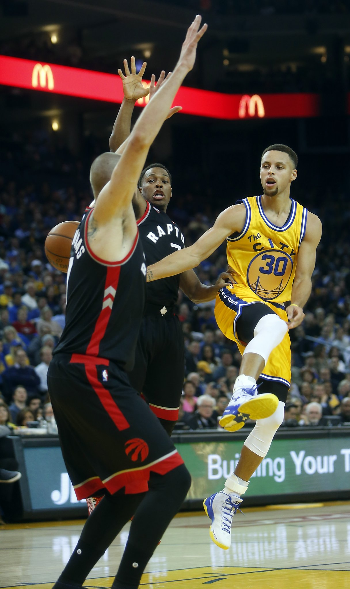 5de003fbd Stories behind Warriors  12th consecutive win - SFGate