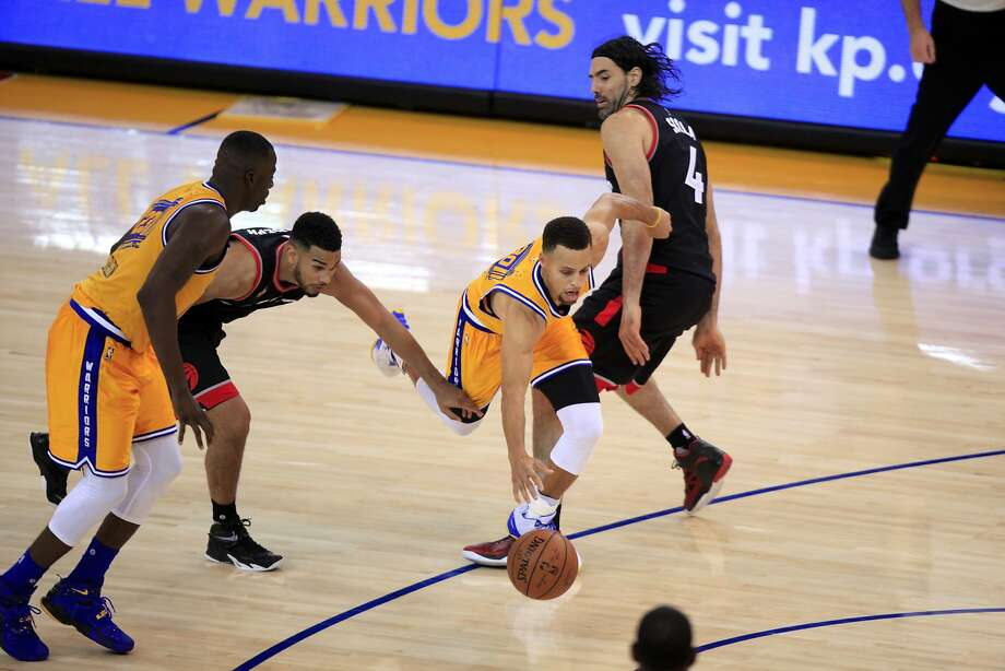 Stephen Curry gets fouled while dribbling the ball in the fourth quarter of a game between the Warriors and the Toronto Raptors in Oakland, California, on Tuesday, Nov. 17, 2015. Photo: Connor Radnovich, The Chronicle