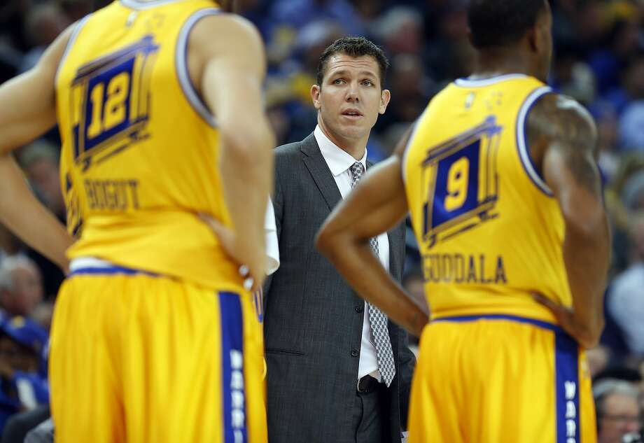 Golden State Warriors' interim head coach Luke Walton during 4th quarter against Toronto Raptors during Warriors' 115-110 win in NBA game at Oracle Arena in Oakland, Calif., on Tuesday, November 17, 2015. Photo: Scott Strazzante, The Chronicle