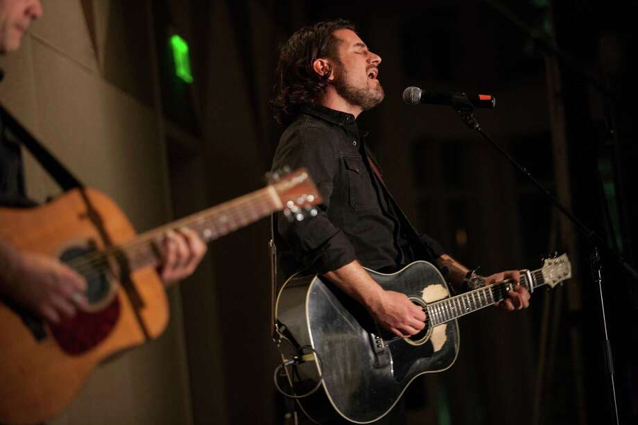 Matt Nathanson performs at the Operation Smile Annual Gala Photo: Drew Altizer Photography / © 2015 Drew Altizer Photography