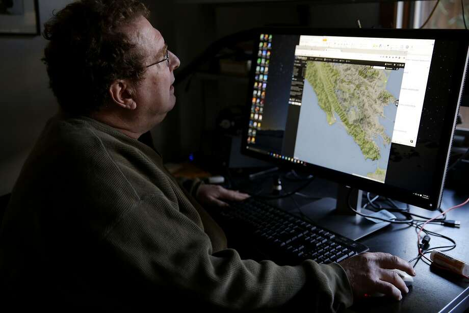 Jon Zweig looks at an airplane tracking program in his house in Palo Alto, California, on Wednesday, Nov. 18, 2015. Photo: Connor Radnovich, The Chronicle