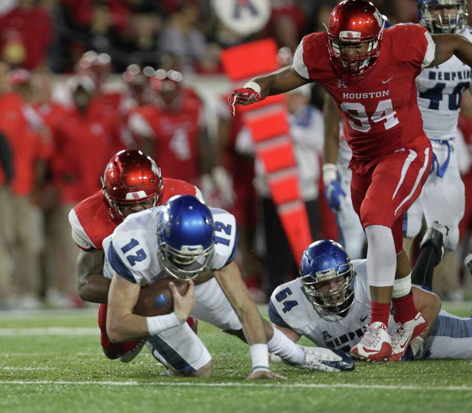 Memphis Tigers quarterback Paxton Lynch (12) is sacked by Houston Cougars linebacker Elandon Roberts (44) during the second quarter of an AAC football game at TDECU Stadium Saturday, Nov. 14, 2015, in Houston.  ( Jon Shapley / Houston Chronicle ) Photo: Jon Shapley, Staff / © 2015 Houston Chronicle