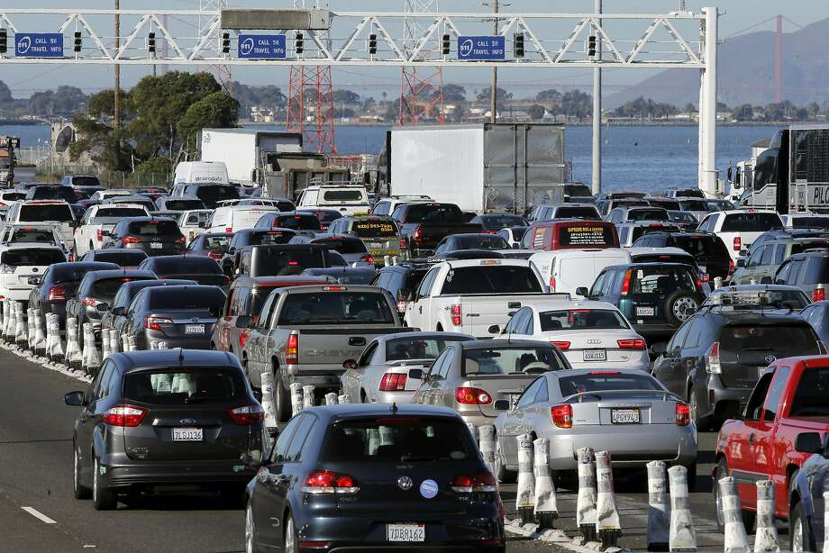The morning commute traffic waiting in the FasTrak lanes for the metering lights to change at the Bay Bridge. Photo: Michael Macor, The Chronicle