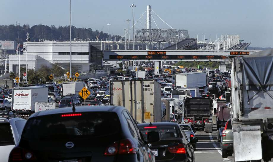 The morning commute traffic backed up on the West Grand Avenue approach to the Bay Bridge, in Oakland, Calif.,  on Thurs. November 19, 2015. Photo: Michael Macor, The Chronicle