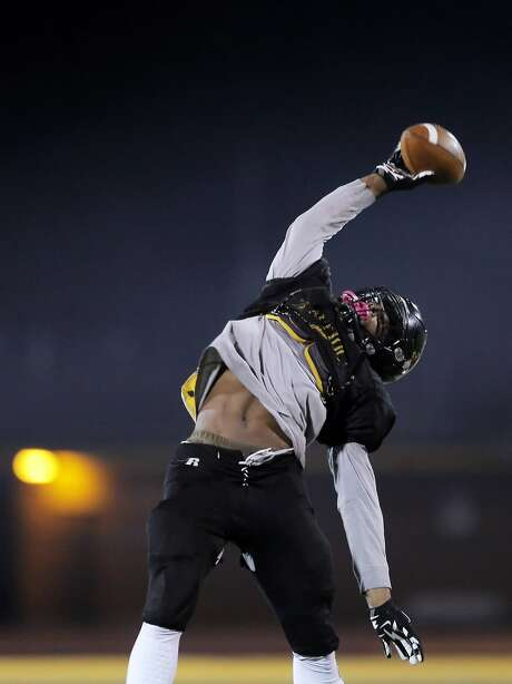 Najee Harris makes a one-handed catch during football practice at Antioch High School in Antioch, Calif., on Wednesday, November 18, 2015. Harris is the number one rated junior football player in the country, has verbally committed to Alabama and is being pursued by other major programs around the nation. Photo: Carlos Avila Gonzalez, The Chronicle