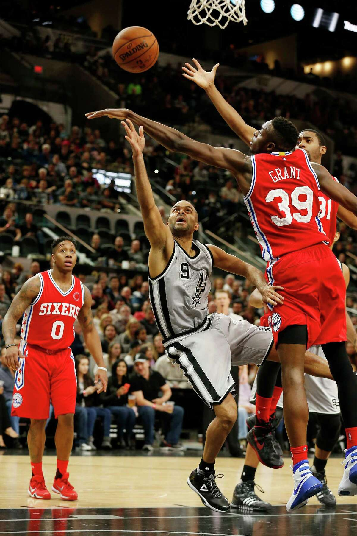Spurs' Tony Parker (09) dives past Philadelphia 76ers Jerami Grant (39) while attempting a shot at the AT&T Center on Saturday, Nov. 14, 2015. Spurs defeated the Sixers, 92-83. (Kin Man Hui/San Antonio Express-News)