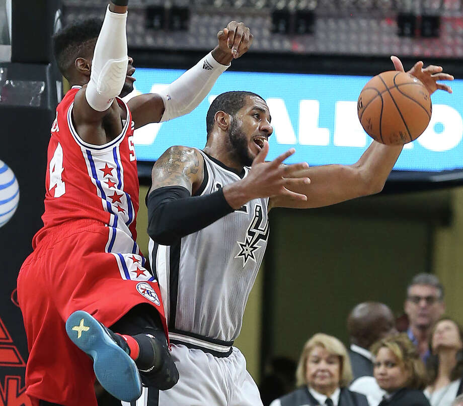 LaMarcus Aldridge snares a defensive rebound as the Spurs host Philadelphia at the AT&T Center on November 14, 2015. Photo: TOM REEL, STAFF / SAN ANTONIO EXPRESS-NEWS / 2015 SAN ANTONIO EXPRESS-NEWS