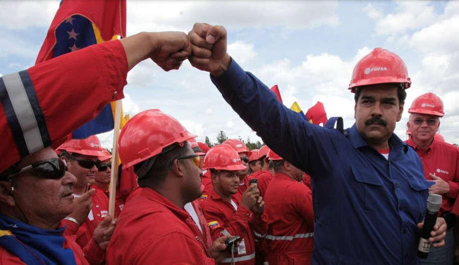 Venezuelan president Nicolás Maduro with PDVSA workers. Photo: Archivo De AP