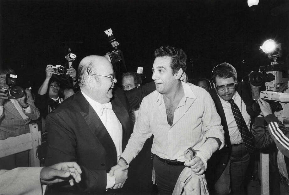 San Francisco Opera General Manager Terence McEwen (left) greets famed tenor Placido Domingo in September 1983 after the singer flew in to replace a tenor who had lost his voice. Photo: Chris Stewart, 1983 / The Chronicle / SFC