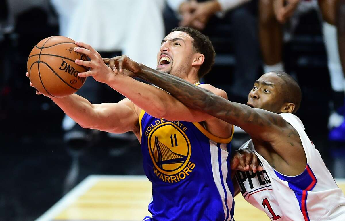 Klay Thompson of the Golden State Warriors goes to the basket under pressure from Jamaal Crawford of the Los Angeles Clippers during their NBA game in Los Angeles, California on November 19, 2015 where the Warriors defeated the Clippers 124-117. AFP PHOTO / FREDERIC J. BROWNFREDERIC J. BROWN/AFP/Getty Images
