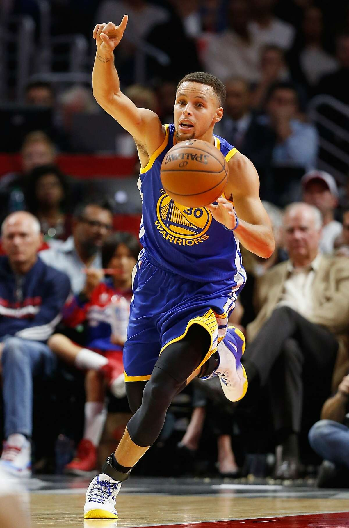 Stephen Curry of the Golden State Warriors dribbles the ball during the first half of a game at Staples Center on November 19, 2015 in Los Angeles, California.