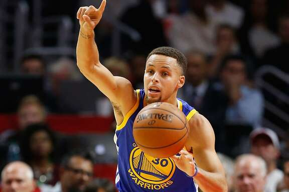 LOS ANGELES, CA - NOVEMBER 19:  Stephen Curry #30 of the Golden State Warriors dribbles the ball during the first half of a game at Staples Center on November 19, 2015 in Los Angeles, California. NOTE TO USER: User expressly acknowledges and agrees that, by downloading and or using this photograph, User is consenting to the terms and conditions of the Getty Images License Agreement.  (Photo by Sean M. Haffey/Getty Images)