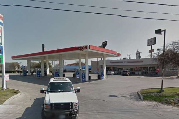7-ELEVEN #36673: 6110 IH 35 N., San Antonio, TX 78218 Date: 11/16/2015 Demerits: 15 Highlights: Employees drank open beverages near food, toxic items stored near food, unclean cookware (capuccino machine, chili cheese dispenser, microwave)