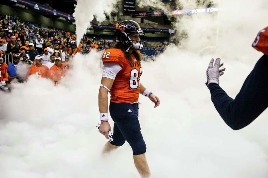 UTSA's David Morgan II walks out of the tunnel before the game against Old Dominion at the Alamodome in San Antonio on Nov. 7, 2015. Photo: Matthew Busch /For The Express-News / © Matthew Busch 2015