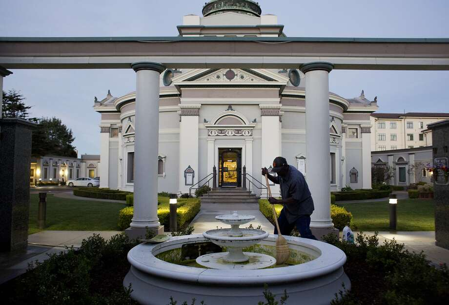 Emmitt Watson cleans a water fountain in the early morning at the San Francisco Columbarium. Photo: Erin Brethauer, The Chronicle
