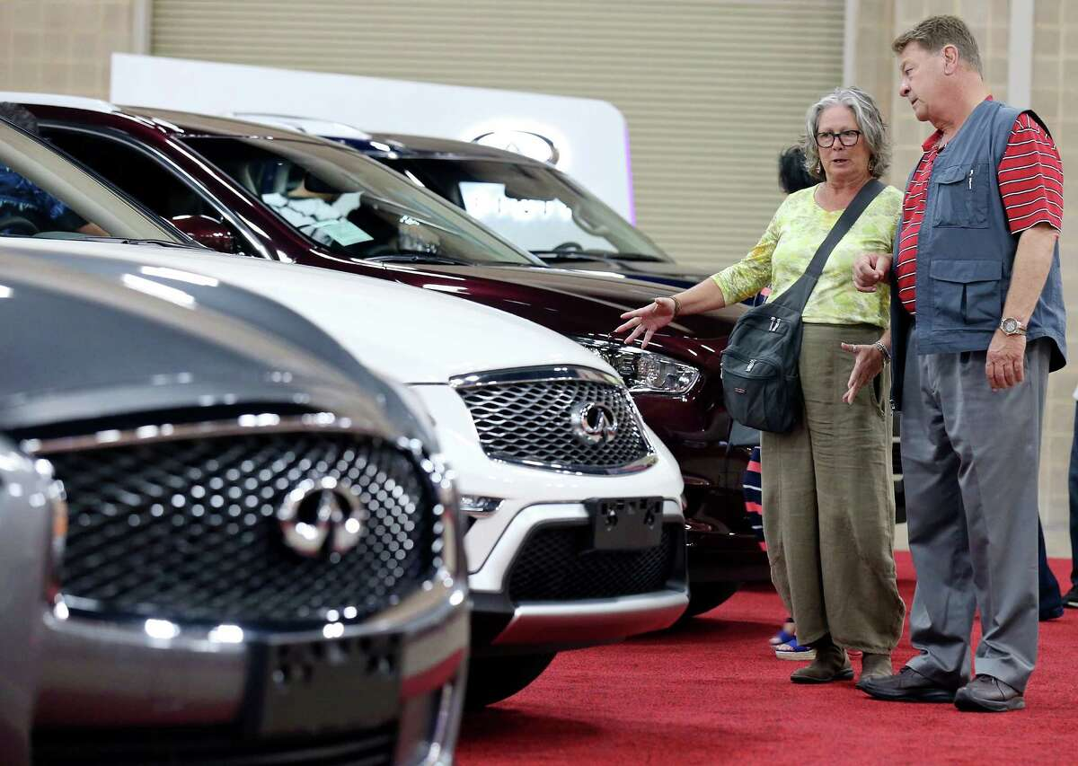 Sheri (left) and Charlie Dwyer look at Infiniti vehicles Friday, Nov. 20, 2015 during the 2015 San Antonio Auto & Truck Show at the Henry B. Gonzalez Convention Center.