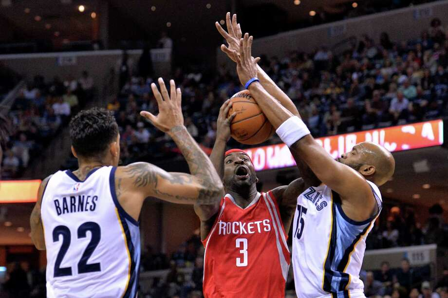 Rockets guard Ty Lawson (3) came off the bench Friday for the second consecutive game in part to give him more time running the offense with the second unit. Photo: Brandon Dill, FRE / FR171250 AP