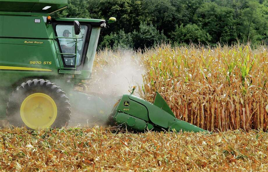 FILE - This Aug. 30, 2011 file photo, farmer Jason Podany uses combine to harvest corn near Farmingdale, Ill. The sugar and corn industries ended their billion-dollar bitter battle over sweeteners Friday, Nov. 20, 2015, in a secret out-of-court settlement. Both sides announced the deal that puts an end to a trial that began nearly three weeks ago in Los Angeles federal court pitting sugar against high fructose corn syrup. (AP Photo/Seth Perlman, File) Photo: Seth Perlman, STF / AP