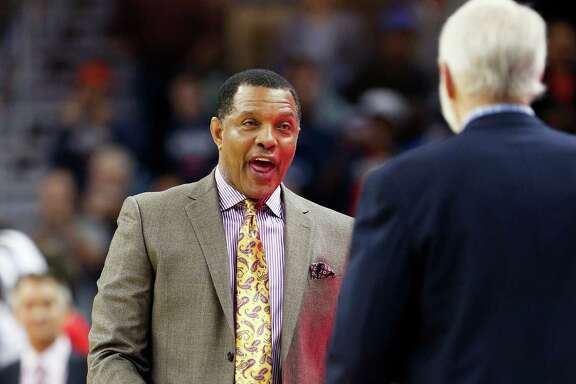 New Orleans Pelicans coach Alvin Gentry, left, greets San Antonio Spurs coach Gregg Popovich after the Pelicans defeated the Spurs 104-90 in an NBA basketball game in New Orleans, Friday, Nov. 20, 2015. (AP Photo/Max Becherer)