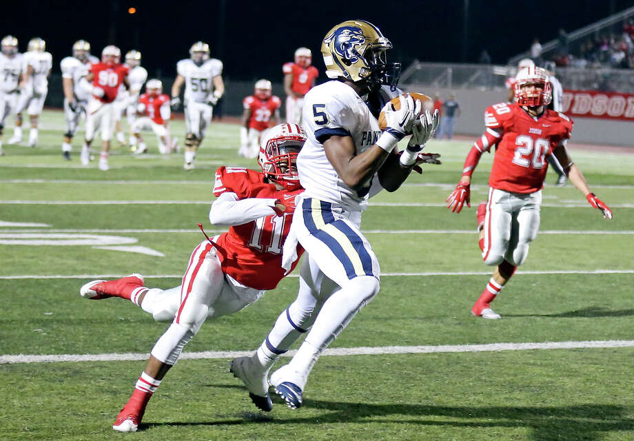 O'Connor's Fermin Ferria catches a pass in the end zone for a touchdown around Judson's Malik Taylor during first half action Friday Nov. 20, 2015 at Rutledge Stadium. Photo: Edward A. Ornelas, Staff / San Antonio Express-News / © 2015 San Antonio Express-News