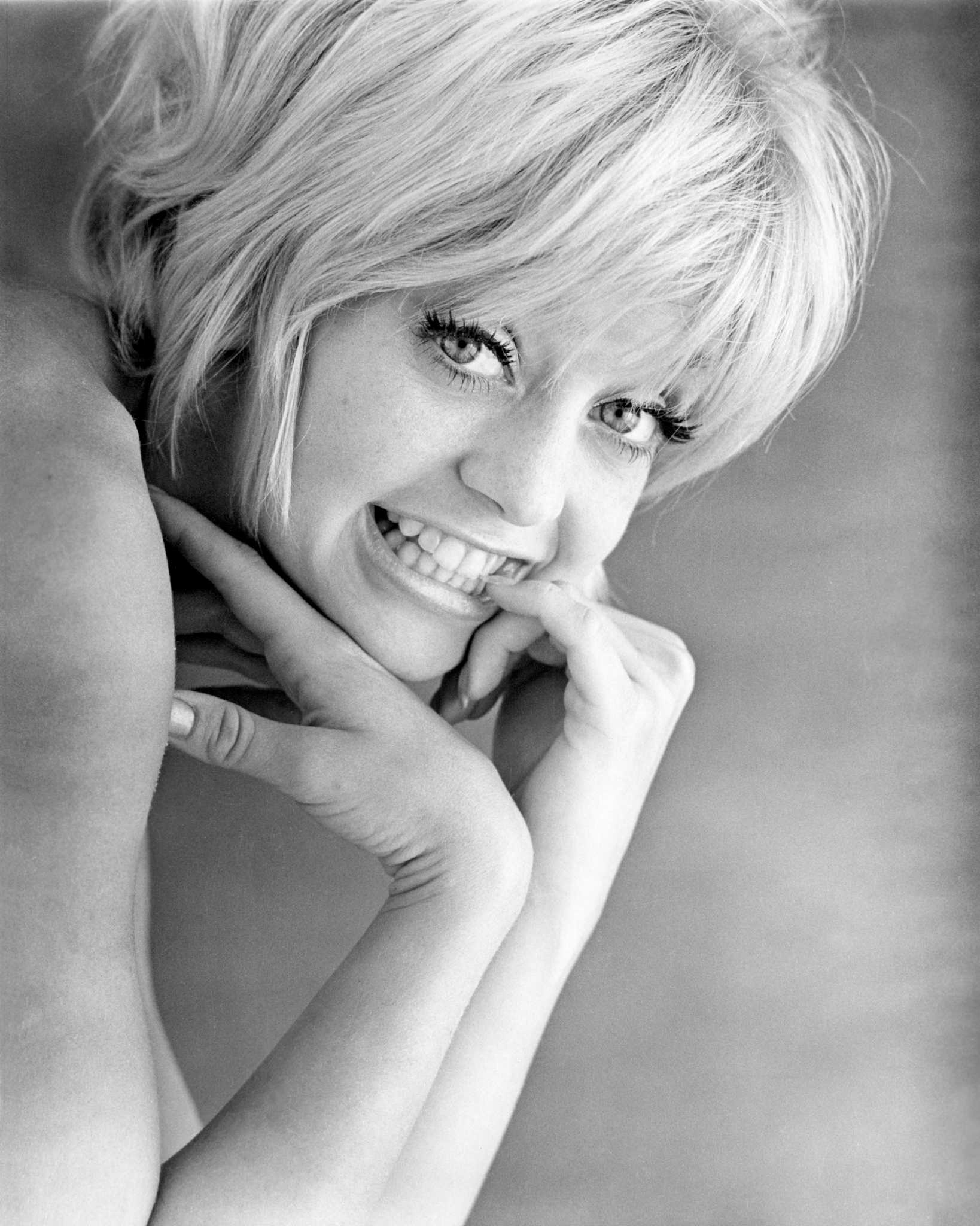 goldie hawn celebrates her 72nd birthday  smile still shines