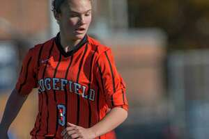 Ridgefield girls give Glastonbury a tough battle in Class LL soccer final - Photo