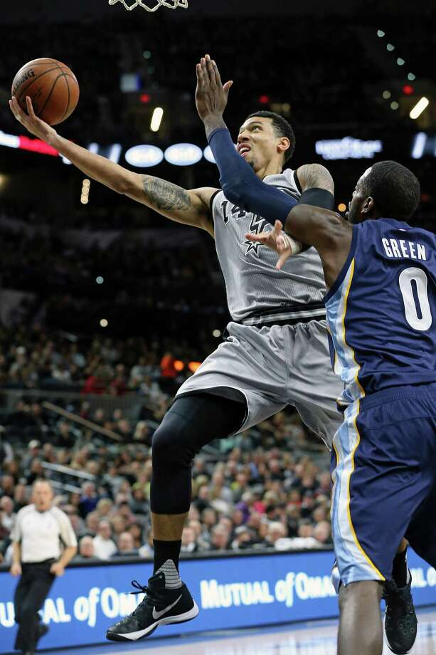 Danny Green lays in a fast break runner against JaMychal Green as the Spurs play the Grizzlies at the AT&T Center on November 21, 2015. Photo: TOM REEL, STAFF / SAN ANTONIO EXPRESS-NEWS / 2015 SAN ANTONIO EXPRESS-NEWS