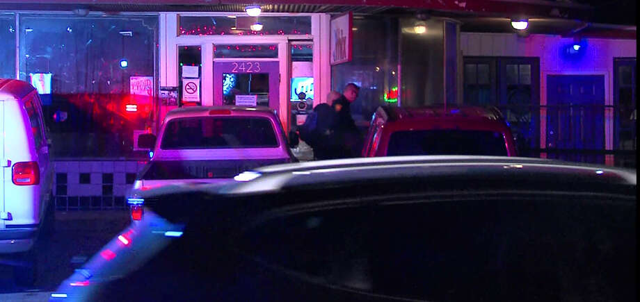San Antonio Police investigate an alleged stabbing in the parking lot of The Mix nightclub on Sunday, Nov. 22, 2015. Photo: Courtesy Pro 21 Video, For MySA.com