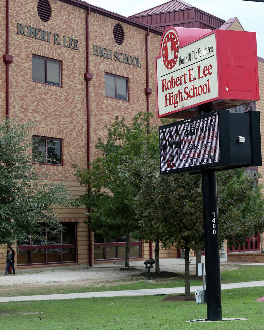 16. Lee High School , North East I.S.DStudent-teacher ratio: 15:1College readiness: 26.5 percentState rank:178