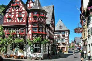 Meandering along the Rhine River?s fairy-tale countryside - Photo