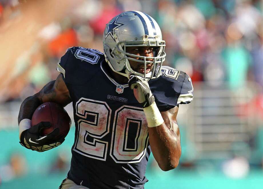 MIAMI GARDENS, FL - NOVEMBER 22:  Darren McFadden #20 of the Dallas Cowboys in action during the second half of the game against the Miami Dolphins at Sun Life Stadium on November 22, 2015 in Miami Gardens, Florida.  (Photo by Rob Foldy/Getty Images) Photo: Rob Foldy, Stringer / Getty Images / 2015 Getty Images