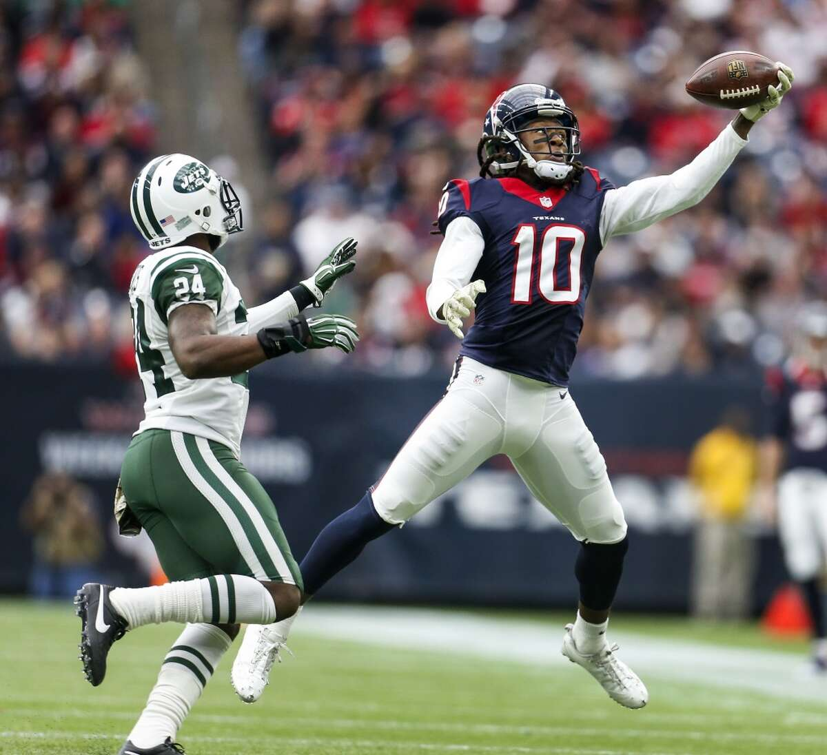 Houston Texans wide receiver DeAndre Hopkins (10) reaches up to catch a pass during the second quarter of an NFL football game at NRG Stadium on Sunday, Nov. 22, 2015, in Houston. ( Karen Warren / Houston Chronicle )