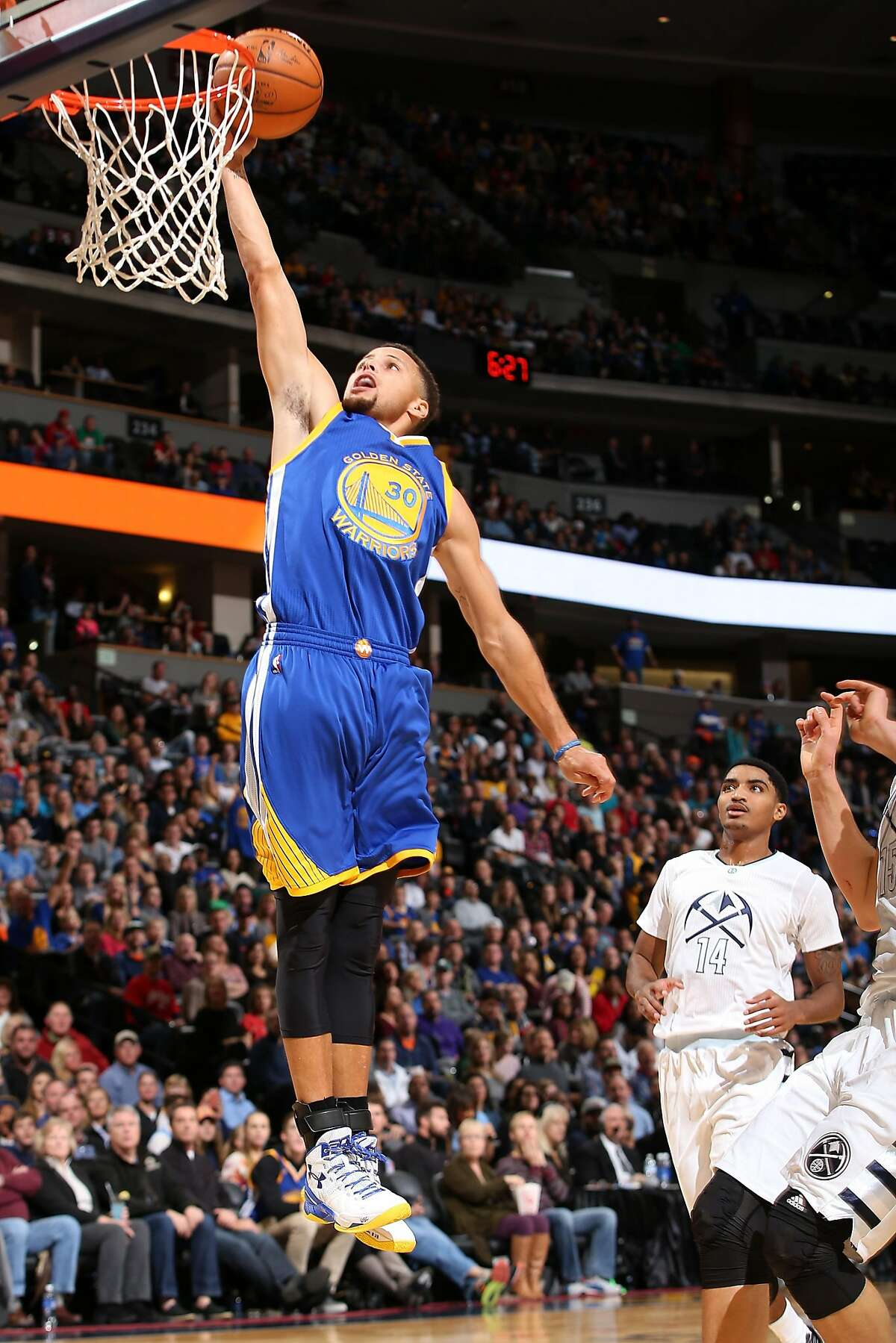 DENVER, CO - NOVEMBER 22: Stephen Curry #30 of the Golden State Warriors lays up a shot against the Denver Nuggets at Pepsi Center on November 22, 2015 in Denver, Colorado. NOTE TO USER: User expressly acknowledges and agrees that, by downloading and or using this photograph, User is consenting to the terms and conditions of the Getty Images License Agreement. (Photo by Doug Pensinger/Getty Images)