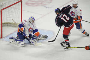 No goals, no calls: Frustrated Sound Tigers fall to Springfield - Photo