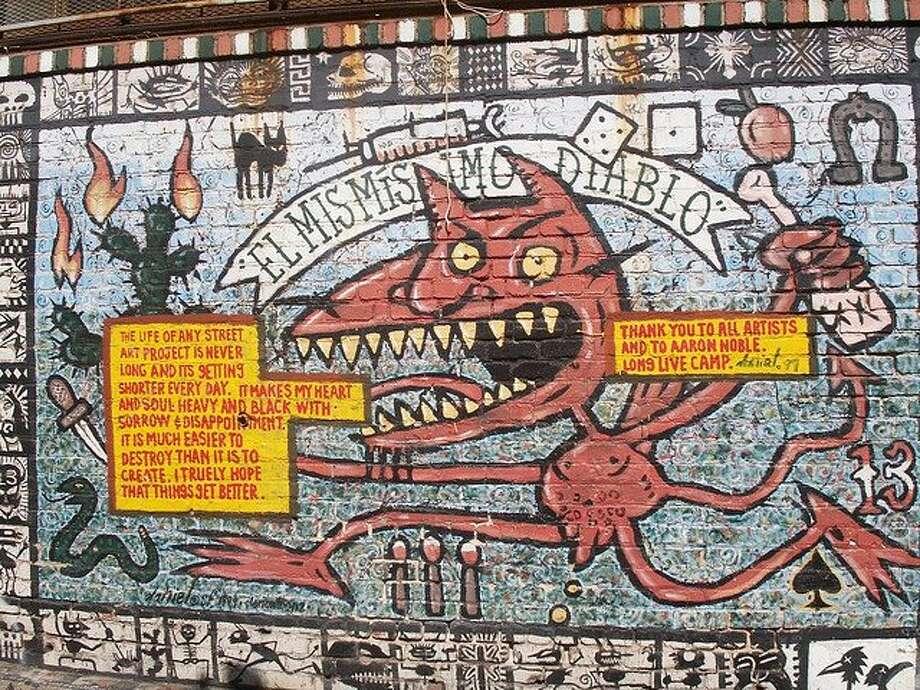 Clarion Alley murals between Valencia and Mission Streets, San Francisco, CA Photo: Bob Bragman