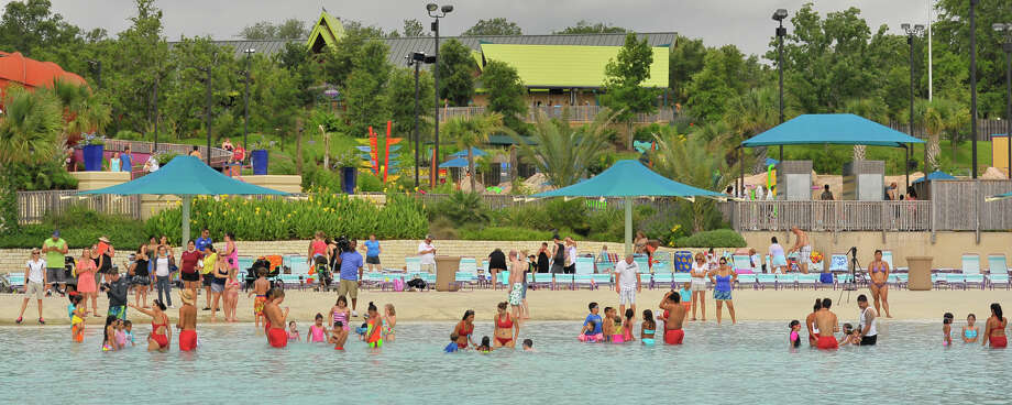 On Wednesday, SeaWorld San Antonio announced in a news release that it will reopen its waterpark on Saturday with a new online reservation system. Photo: Robin Jerstad /For The Express-News / Copyright 2014 by Robin Jerstad/ Jerstad Photographics LLC