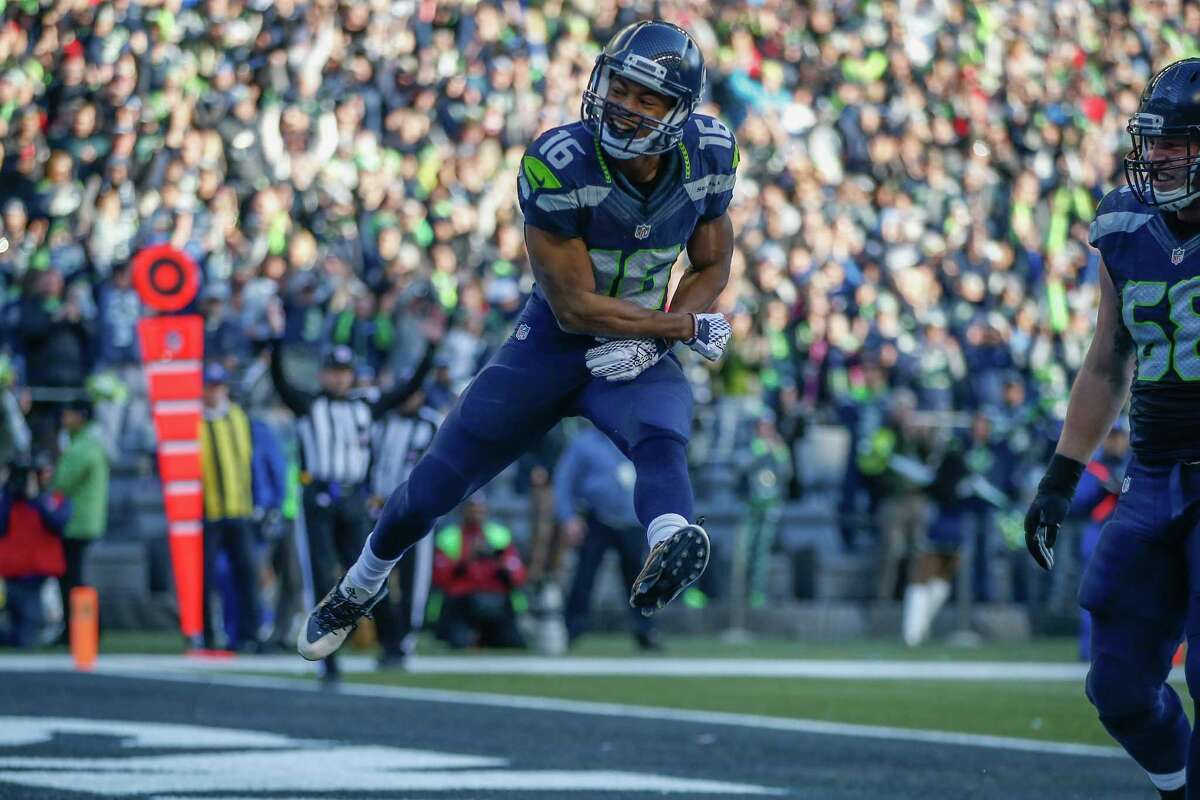 Wide receivers/tight ends: It's kind of a shame that Tyler Lockett's game was so overshadowed by Rawls. Lockett scored two touchdowns on five targets on Sunday, displaying his versatility with one score that showed off his speed and another that showed off his route running and unexpected physicality. Doug Baldwin led the team in receiving before leaving with an ankle injury, while Jimmy Graham had a quiet day, catching only three passes for 39 yards. Grade: B+