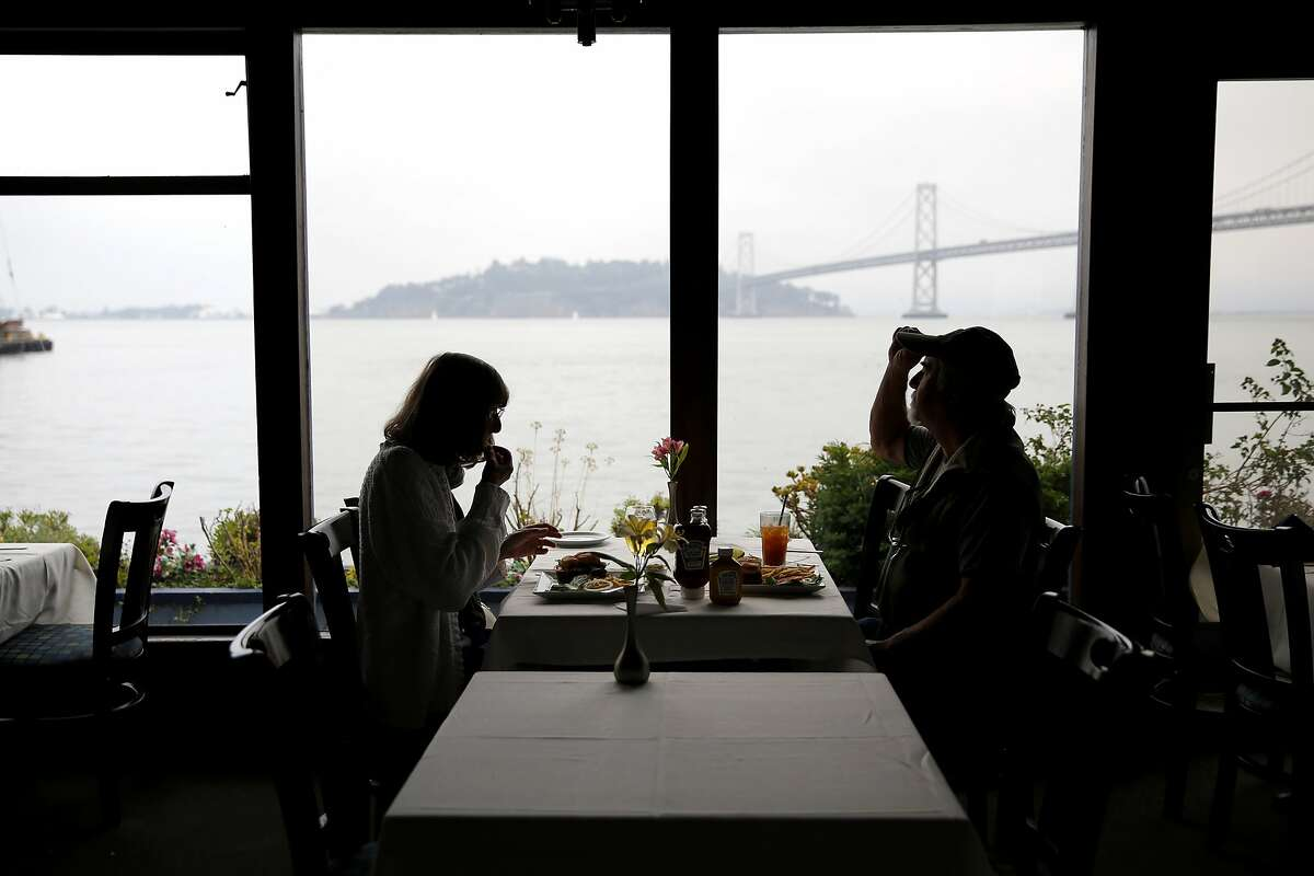 Mary Emerson (left) and Ronald Potter eat lunch on the last day at Sinbad's restaurant in San Francisco, California, on Monday, Nov. 23, 2015.