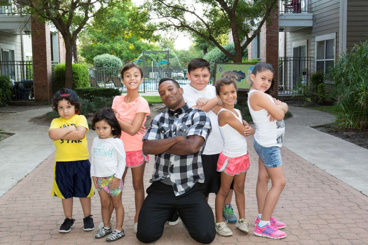 Charles Sapp with his students at the the Washington Courtyard Apartments. He created Fit Beatz Kidz, a nonprofit that facilitates dance and leadership programs. (Janet Roe for Avenue CDC)