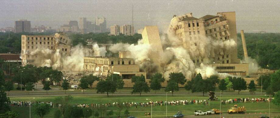 Jeff Davis Hospital -- site of the first open-heart surgery in the U.S. -- was imploded May 15, 1999.  Photo: Richard Carson, Houston Chronicle / Houston Chronicle